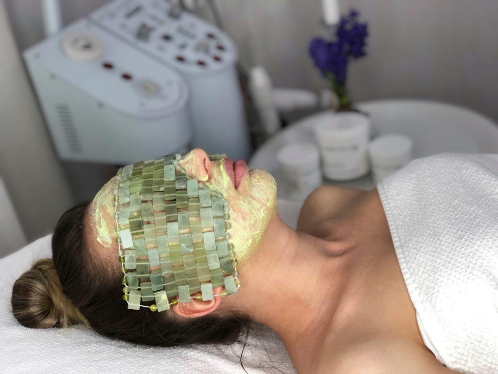 Tratamentul terapeutic cu pietre de JAD